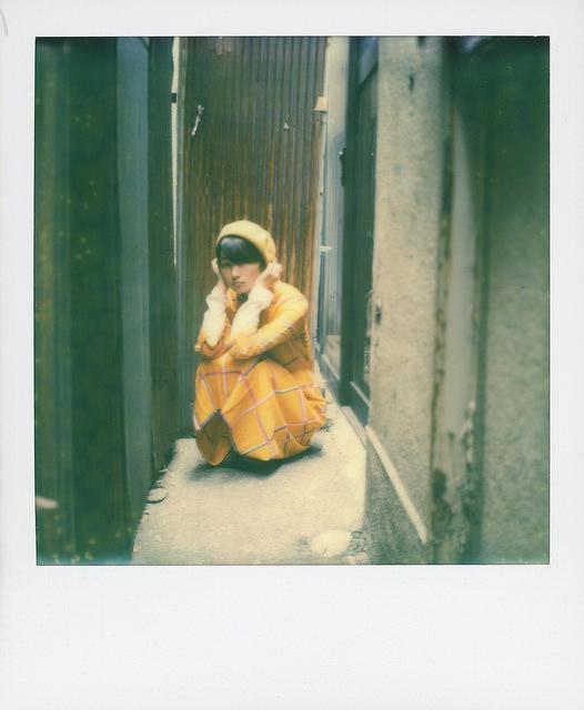 路地裏の女性